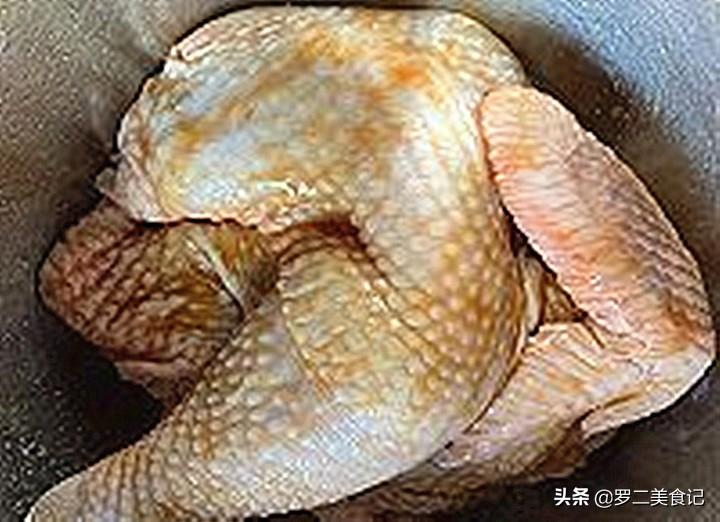 广东的盐焗鸡太香了,电饭煲就能做,一个星期做一次,吃着太香了