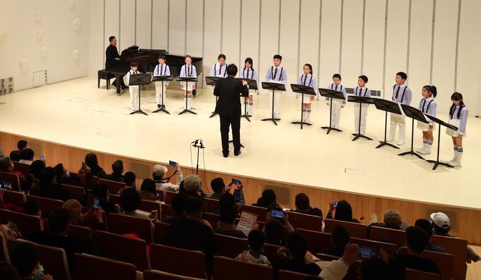 中小学生用音乐与歌声迎接新年 2021西安青少年新年公益音乐会圆满举行