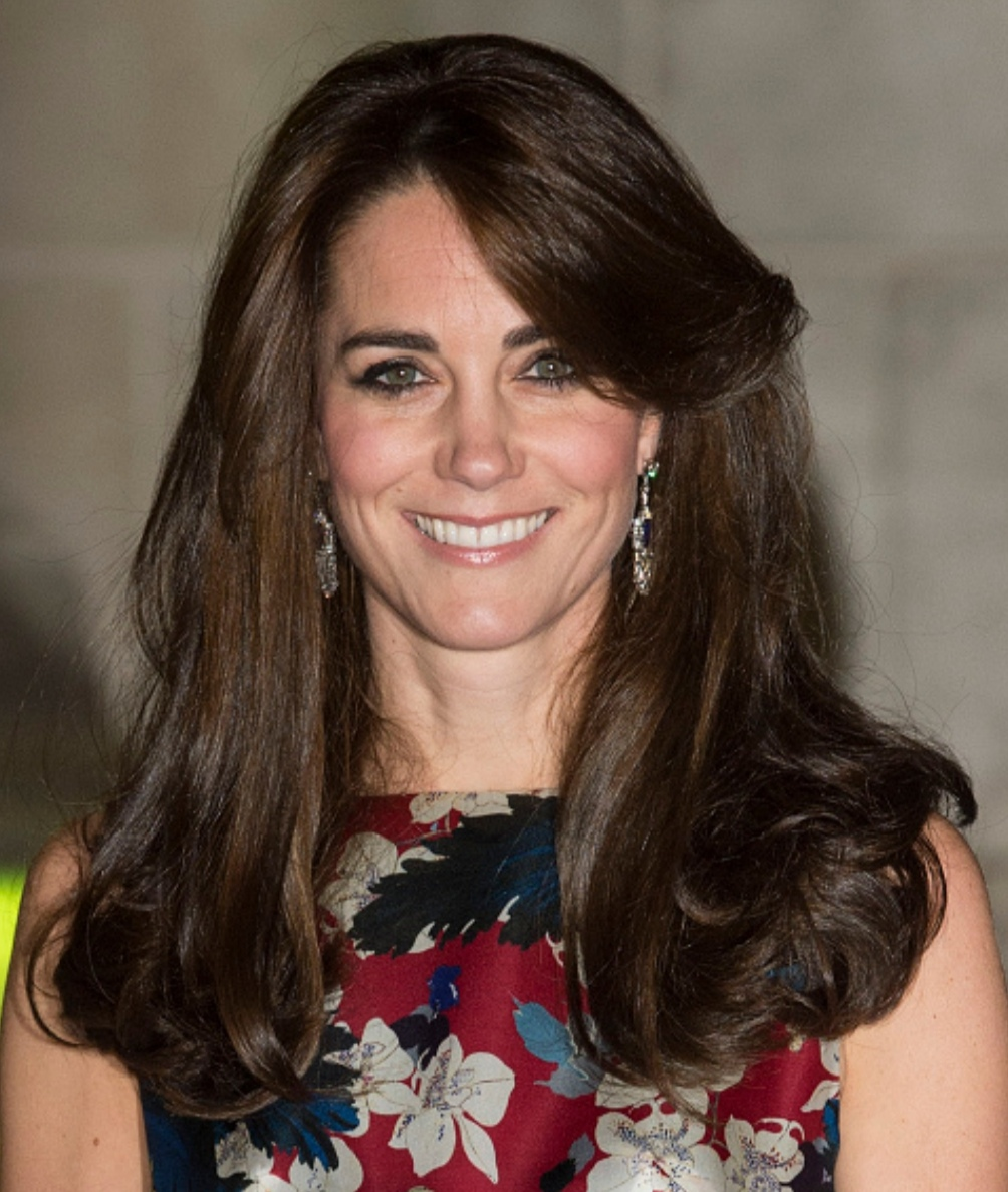 凯特借戴过的耳环,钻石吊灯耳坠设计精致,与王妃气质很配