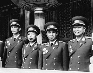 毛主席的警卫员问小红军:你们首长在哪?小孩答:我就是