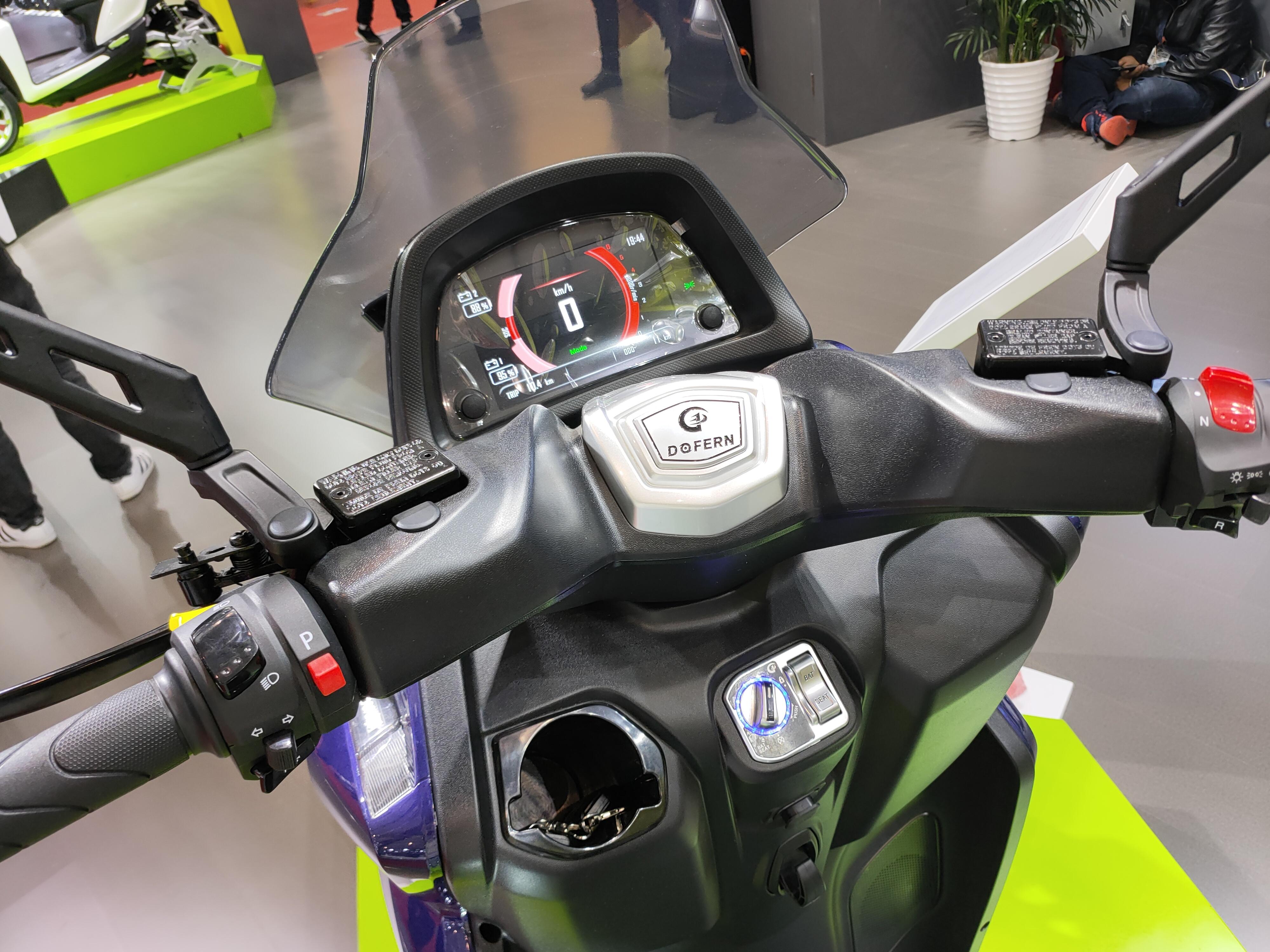 0-100加速仅2秒,标配大容量锂电池,斗风倒三轮电摩评测