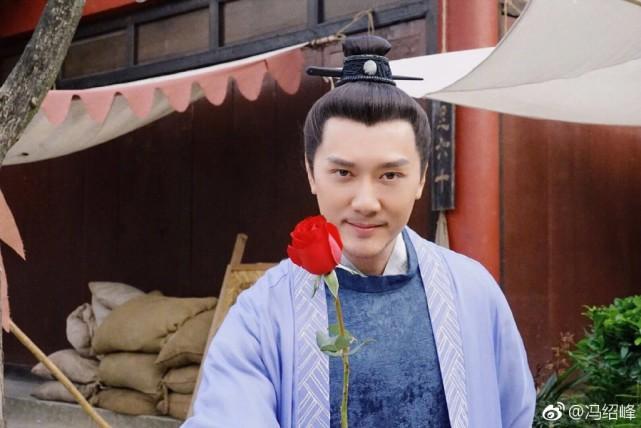 痛失赵丽颖后,冯绍峰与海清搭戏满脸宠溺,状态好似20岁小伙