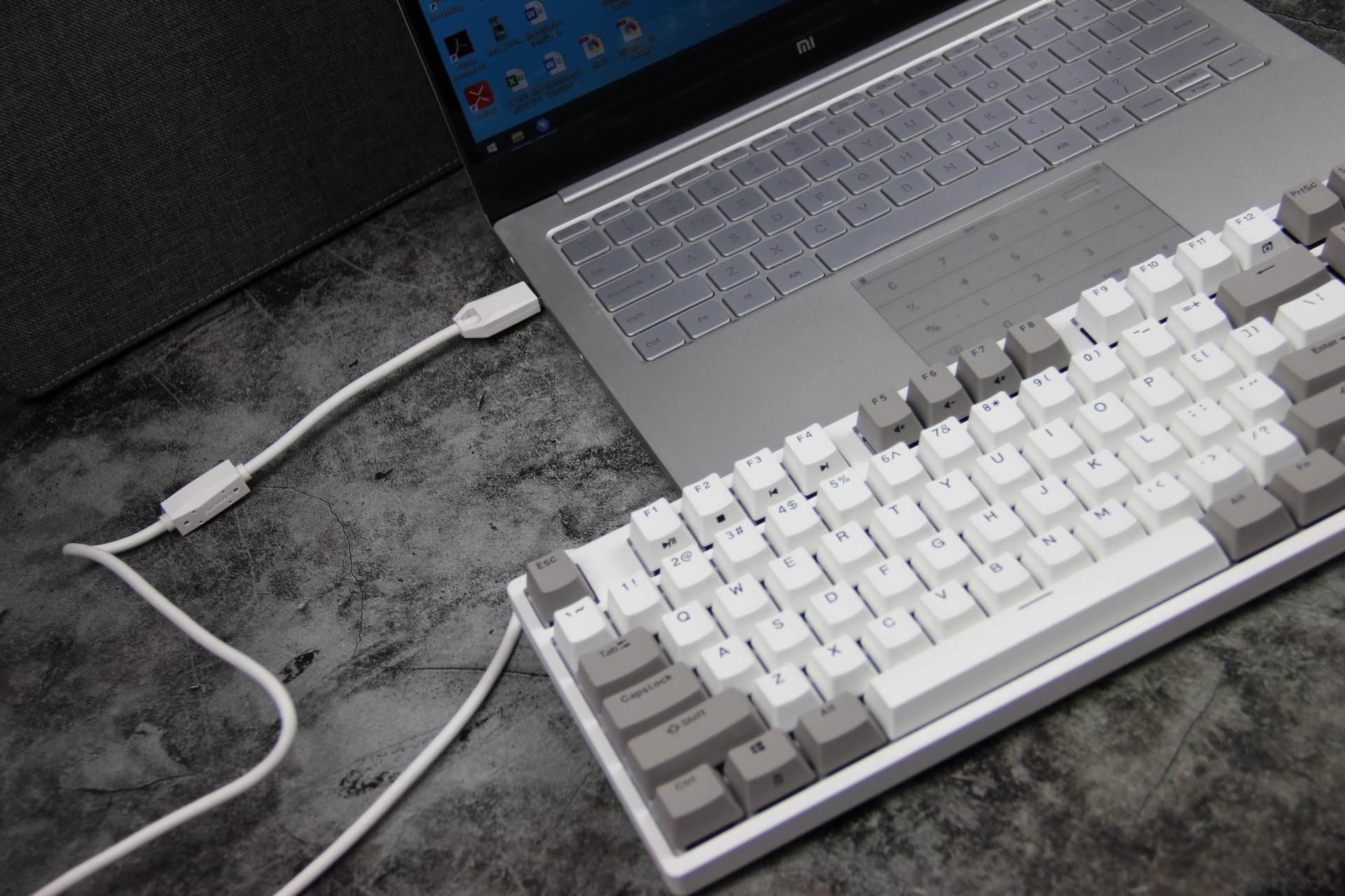 """做个""""银""""贼�Q�感受不一��L��舒适,拔草银��u机械键盘"""