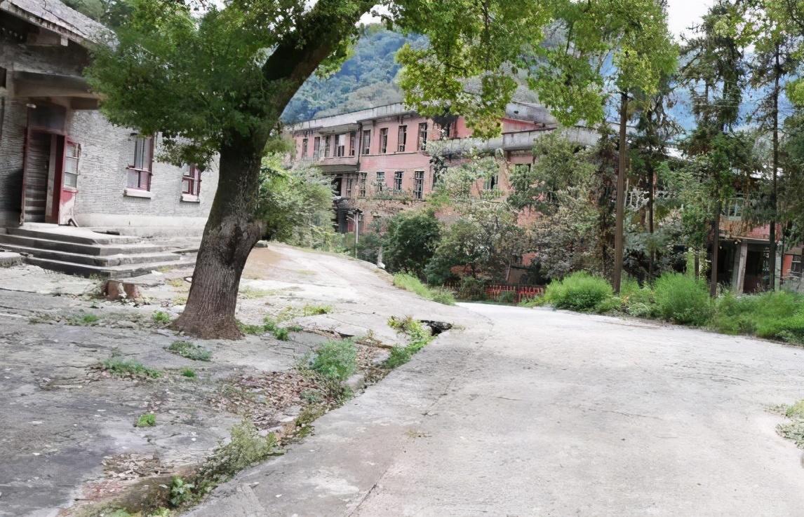 """宜都被废弃的军工厂,代号""""238""""厂,如今旧址荒凉,风韵犹存"""
