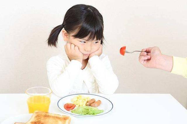 """家長常給孩子吃的4類食物,其實是""""偷鈣能手"""",難怪娃長不高"""