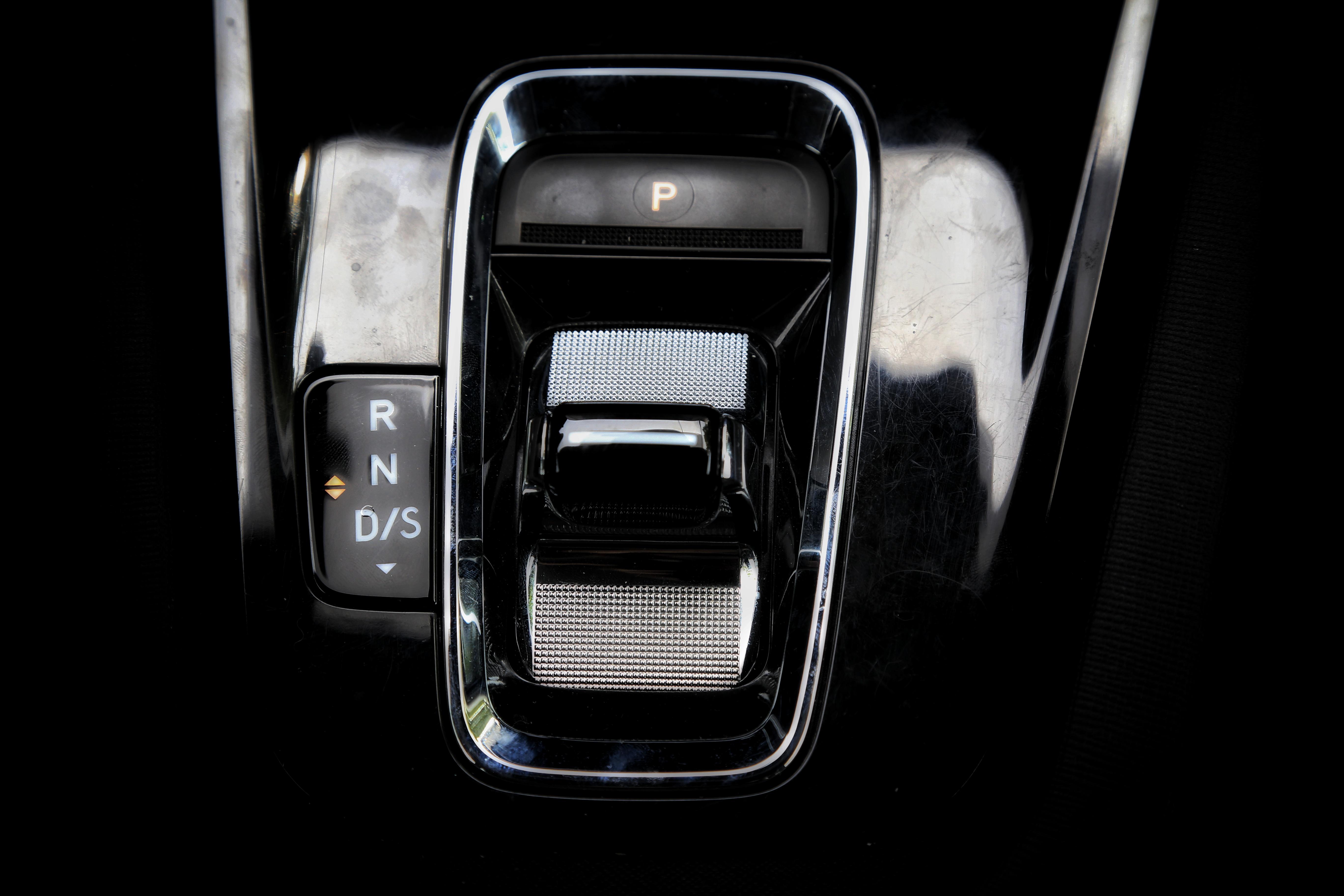 试驾全新明锐PRO:德味十足,比速腾实惠,性价比突出