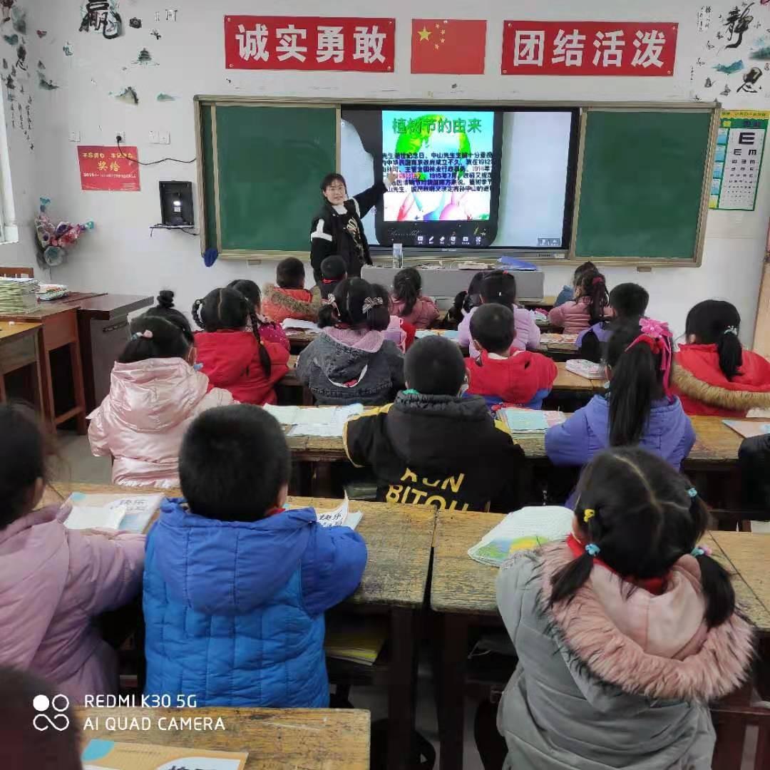 """江苏省灌南县李集镇中心小学开展""""3·12植树节"""""""