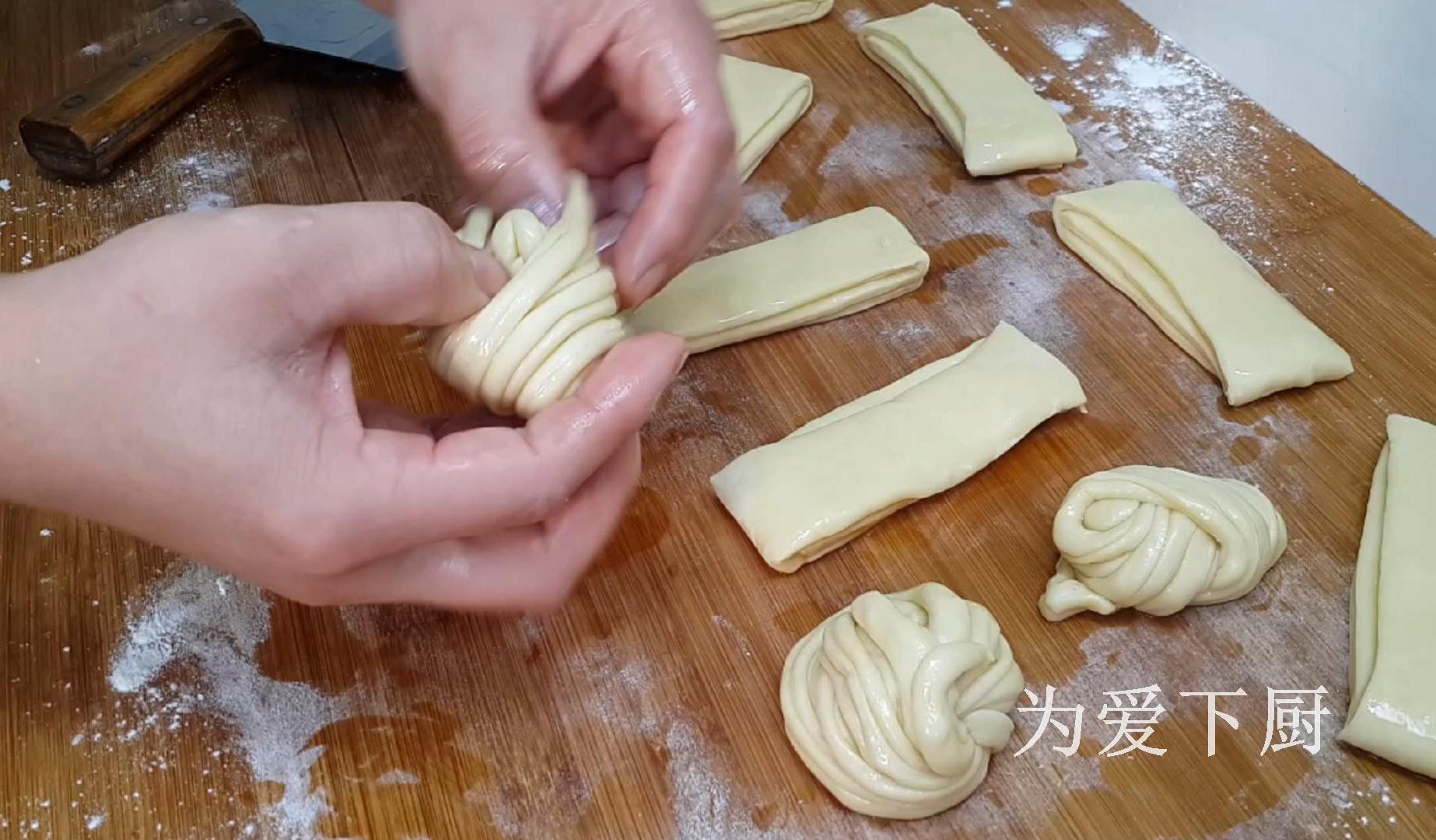 花卷這樣做才最好吃,不用蒸不用烙,吃一口就愛上了,比麵包還香