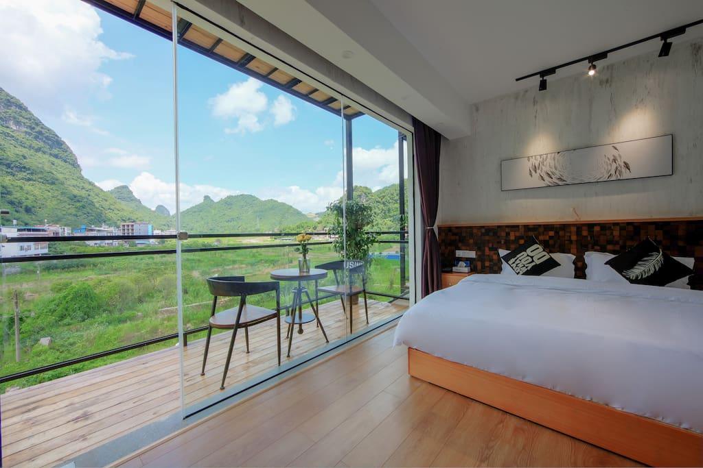 在桂林住民宿,民宿外面必须要有桂林山水,而且价格要足够便宜