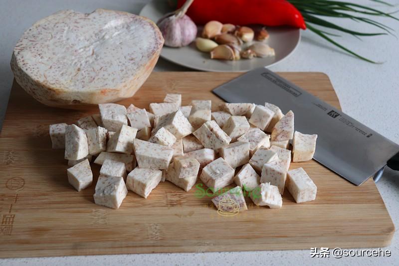 芋头的懒人做法,不炒不炸,用电饭锅煮,软糯香辣,很好吃