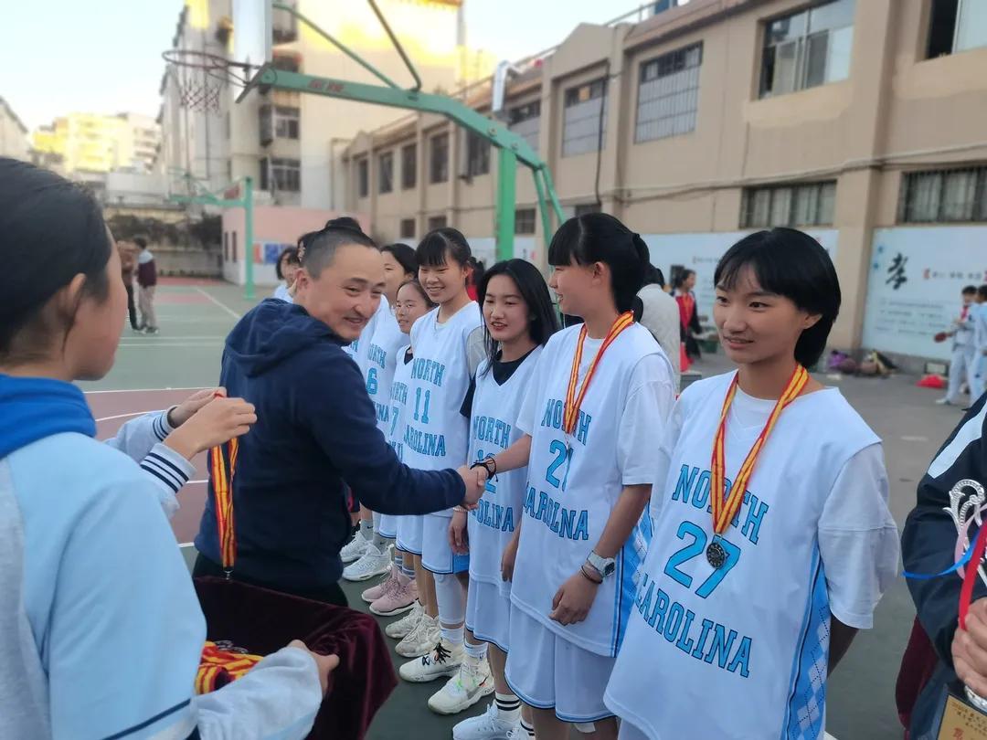 盤龍區三連冠!云南農大附中學生籃球隊再創輝煌