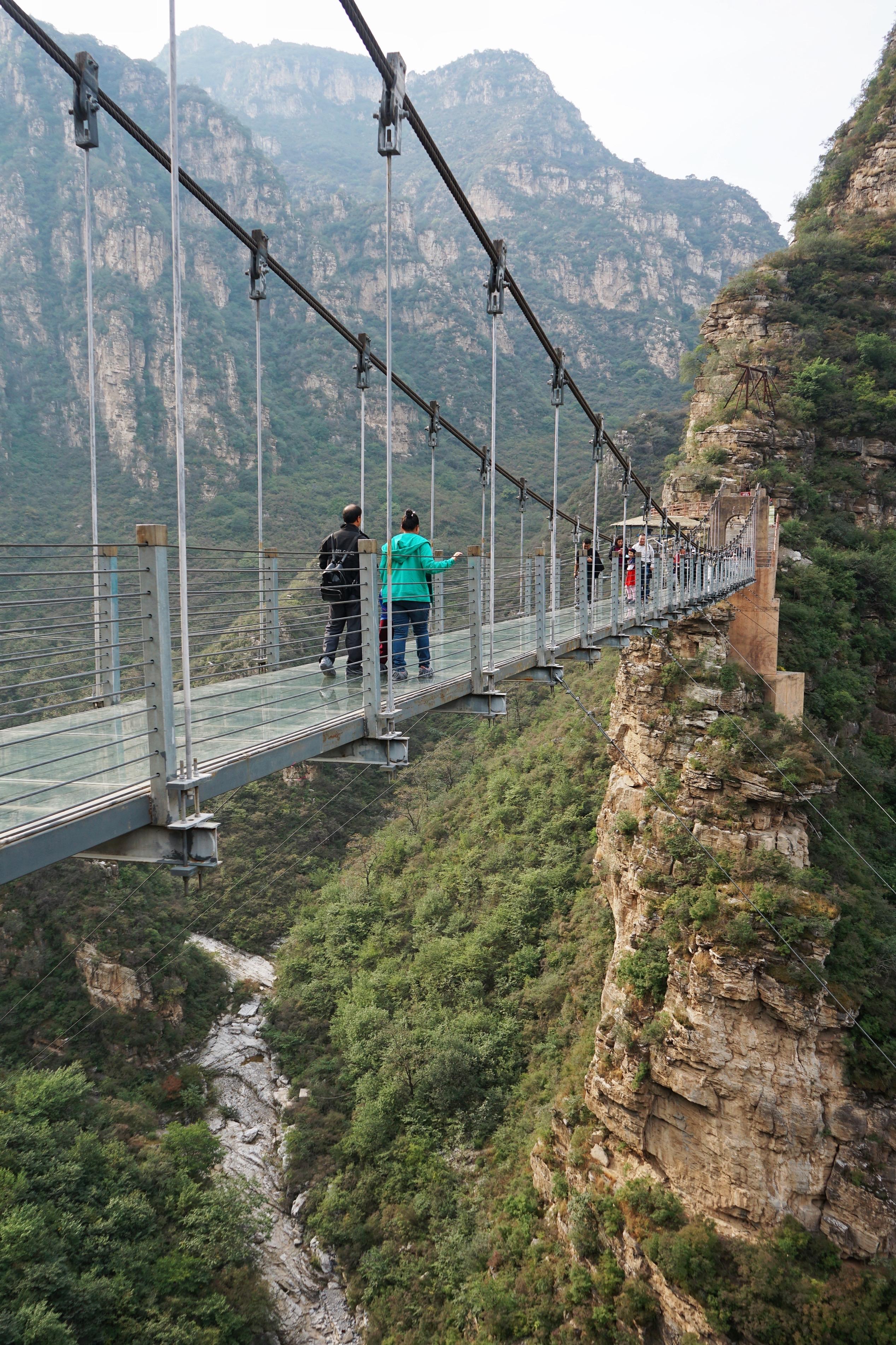 想去西安挑战华山长空栈道?先在北京玩个崖壁穿越,看你够不够胆