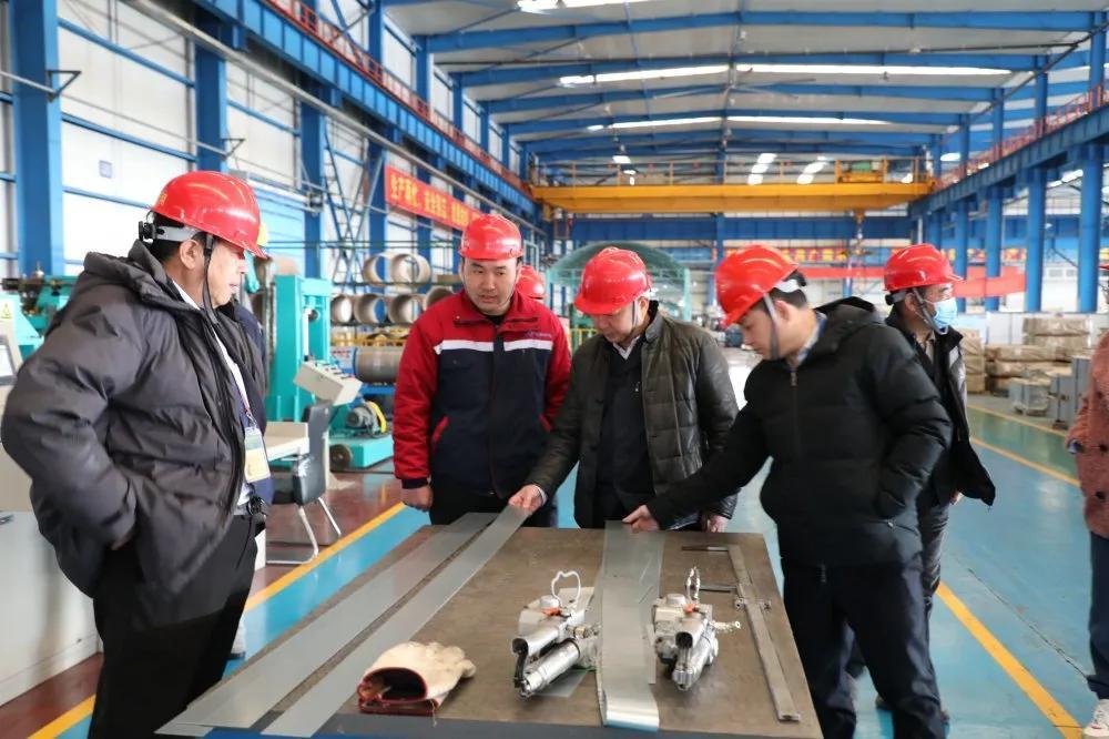 新春开工|首钢(青岛)钢业董事长杨益毅到公司生产一线走访慰问