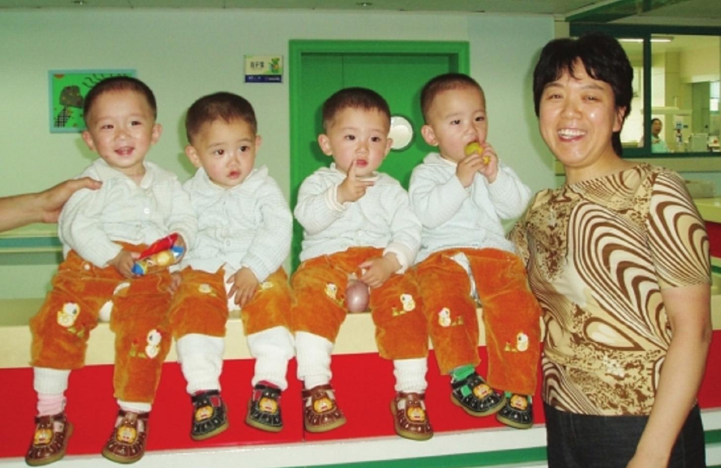 河南一孕妇第三胎生全男四胞胎,概率仅为325万分之一,父亲取名:繁荣昌盛