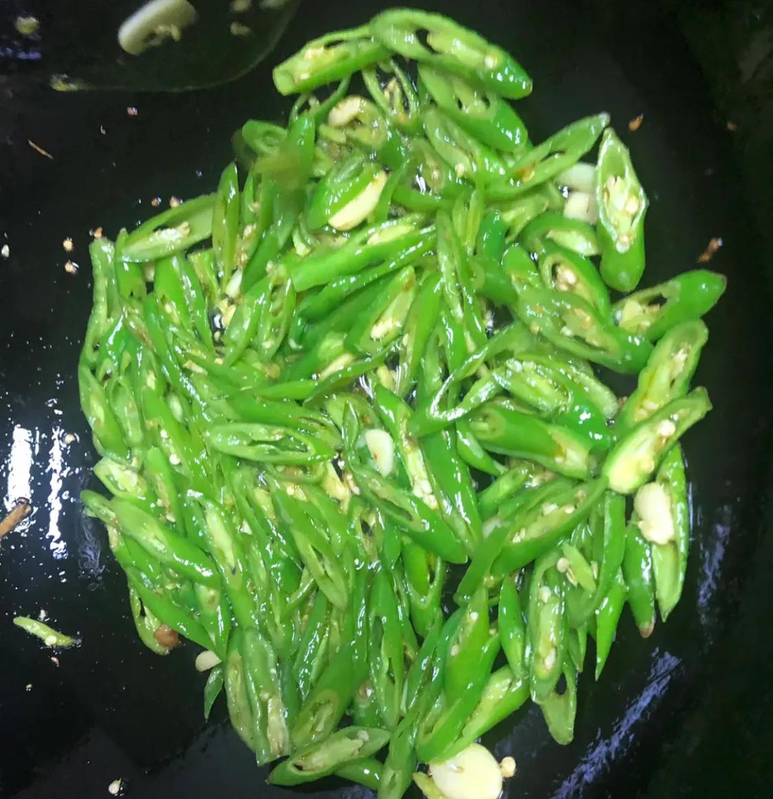 家常菜:青椒炒肉 美食做法 第9张