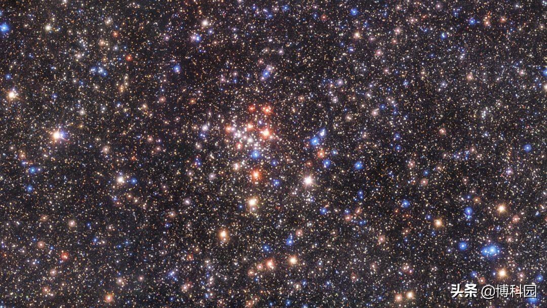 覆盖达6万平方光年,壮观的银河系中心,超过10万次超新星爆炸
