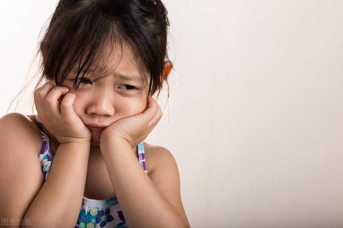 孩子這四個表現,說明他在慢慢變自卑,家長要及時干預