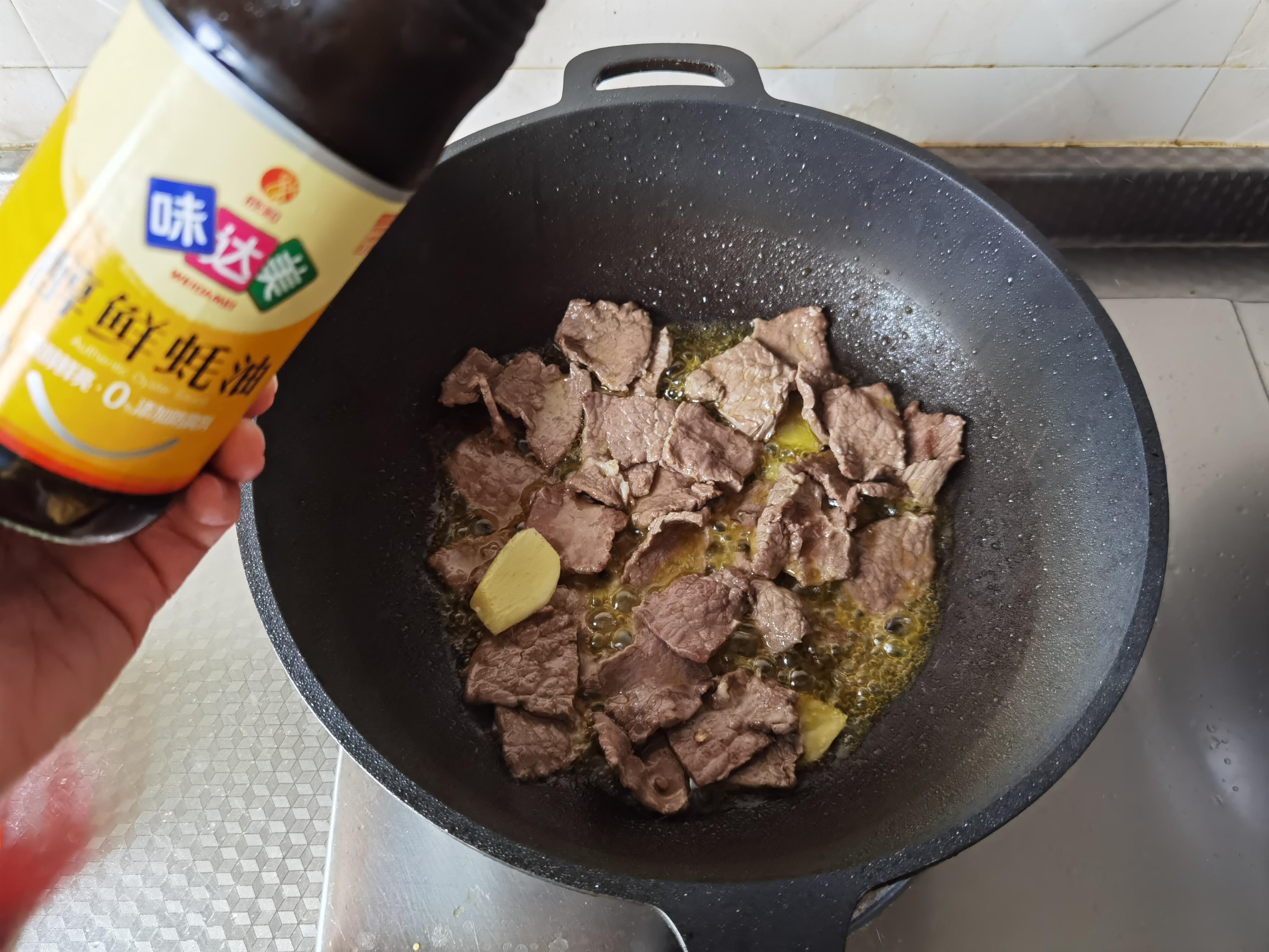 好吃入味的青菜炖牛肉,微辣鲜香,十分入味,非常赞的下饭炖菜
