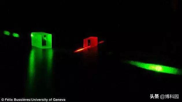 """飞秒级别!光子存储器件将具有""""光写""""!超快速和高能效!"""