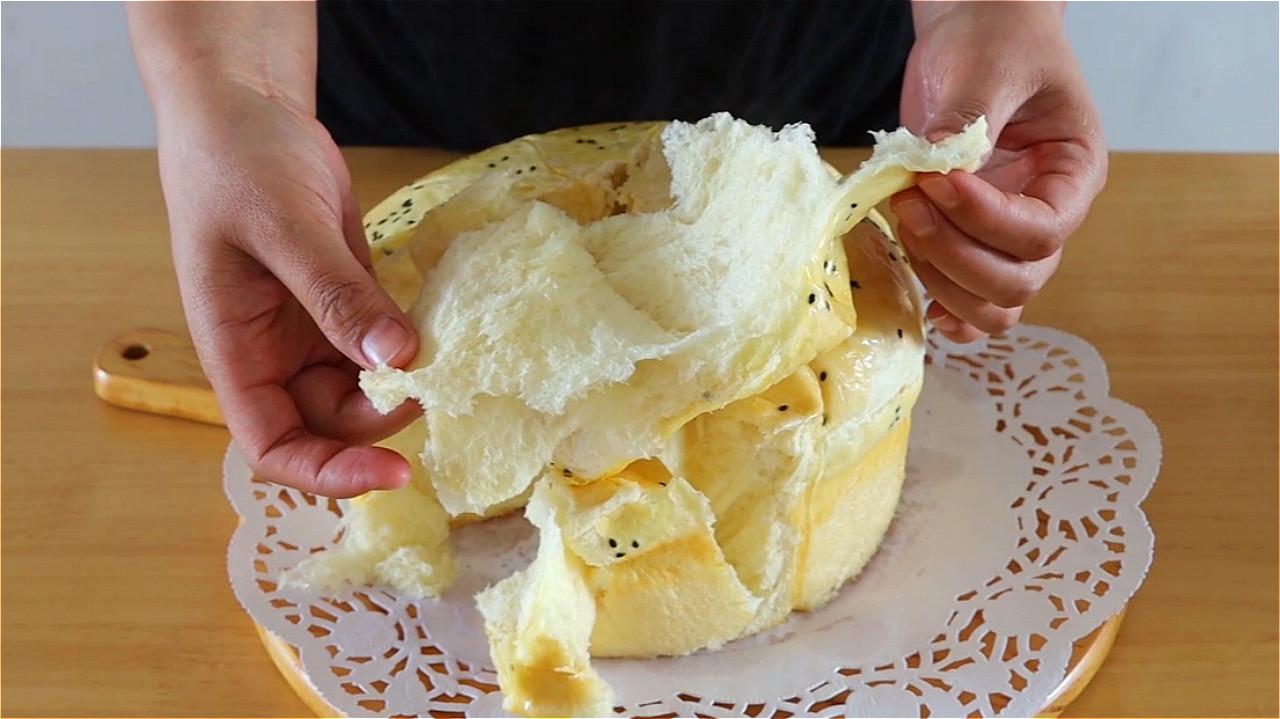 家里有盆就能做面包,不用烤箱不油炸,蓬松暄软又拉丝,太香了