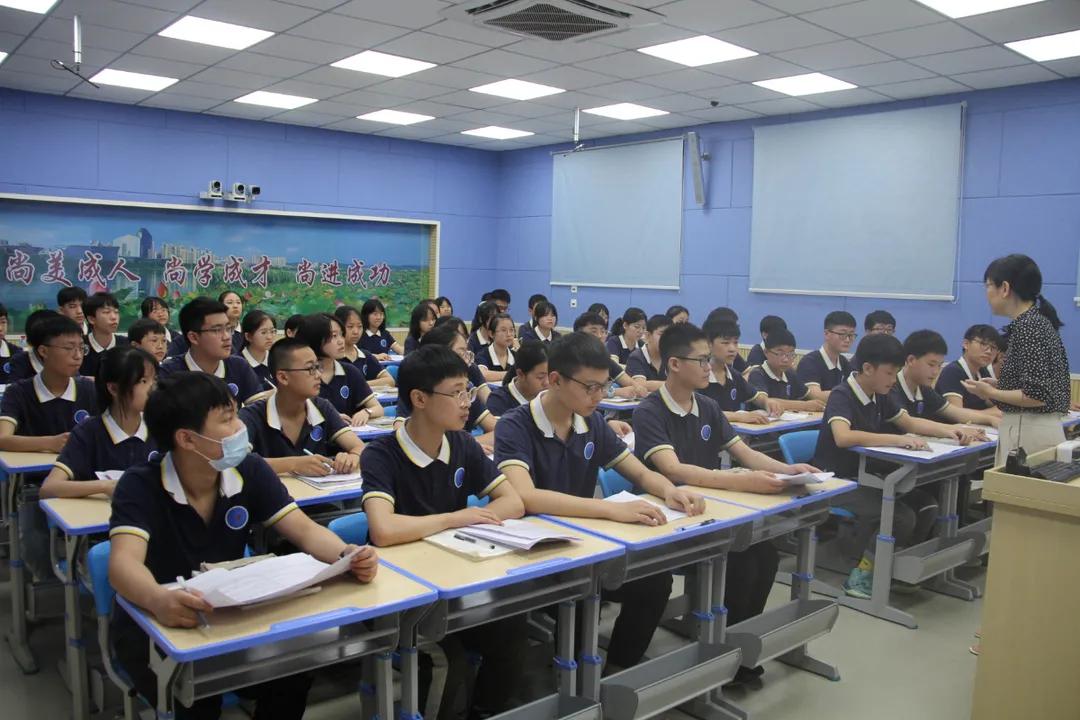 对标竞进、比学赶超、提质晋位 遂宁四中(二中滨江校区)与重庆市珊瑚中学缔结友好学校