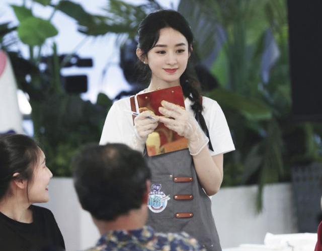 《中餐厅》赵丽颖扒拉菜被骂上热搜:你的举动暴露了你的格局