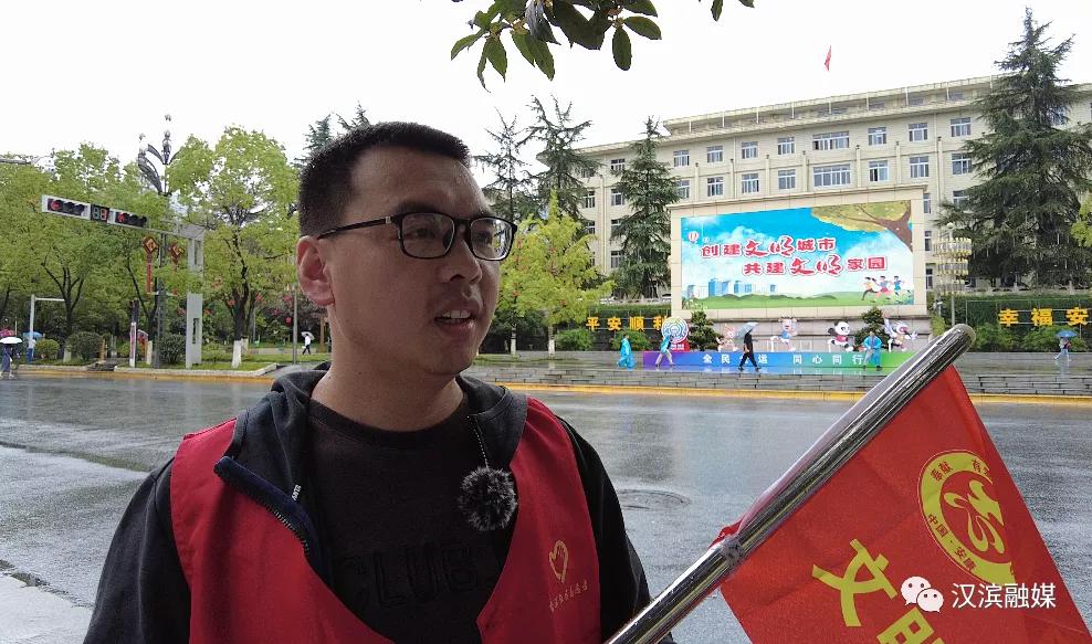喜迎十四运,汉滨区300名文明交通志愿者在行动