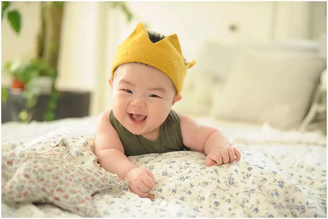 宝宝长期被过度喂养的危害,宝宝应该喂多少奶粉