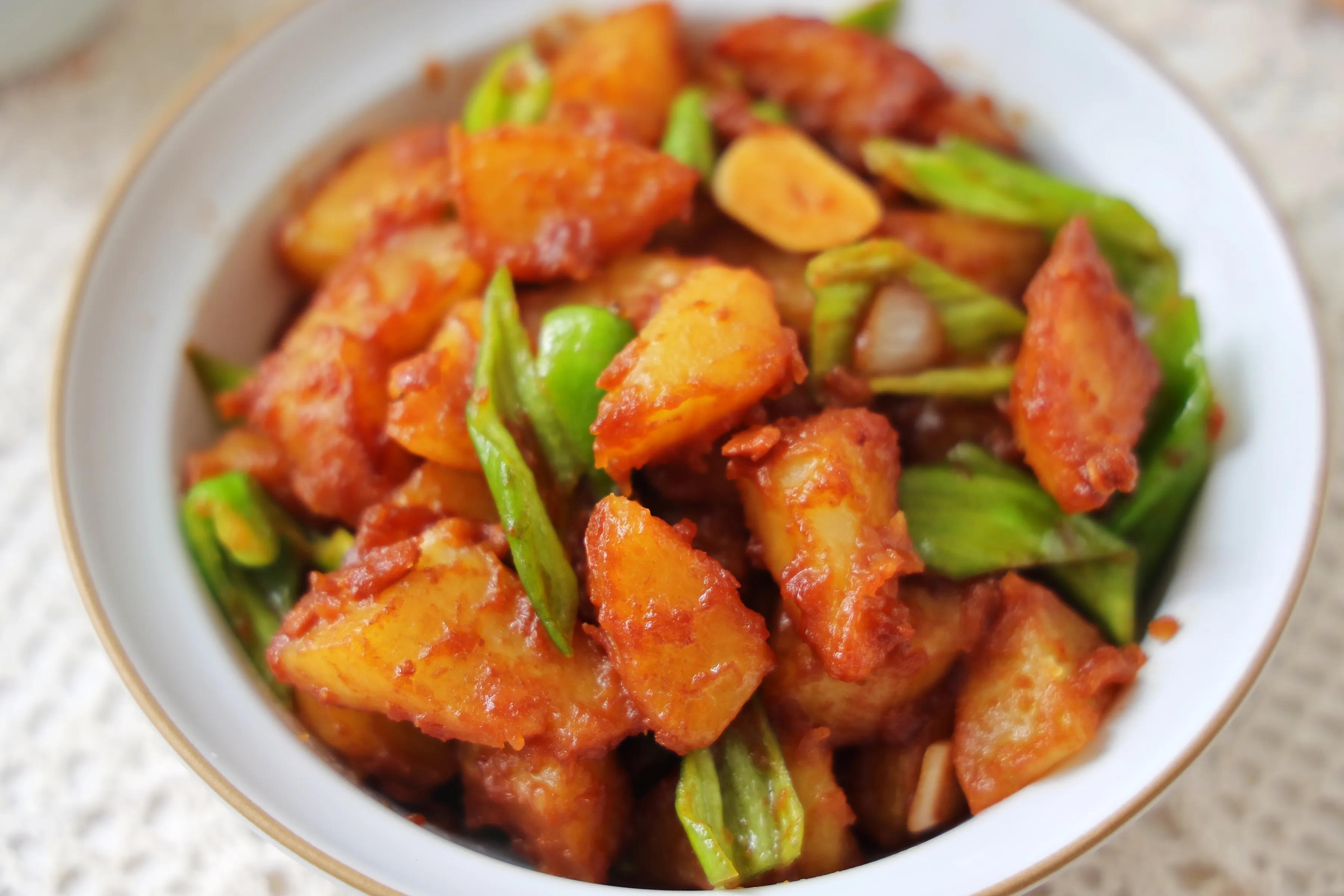土豆简单做一做,当饭又当菜,软烂入味,入口即化,比红烧还过瘾 美食做法 第1张