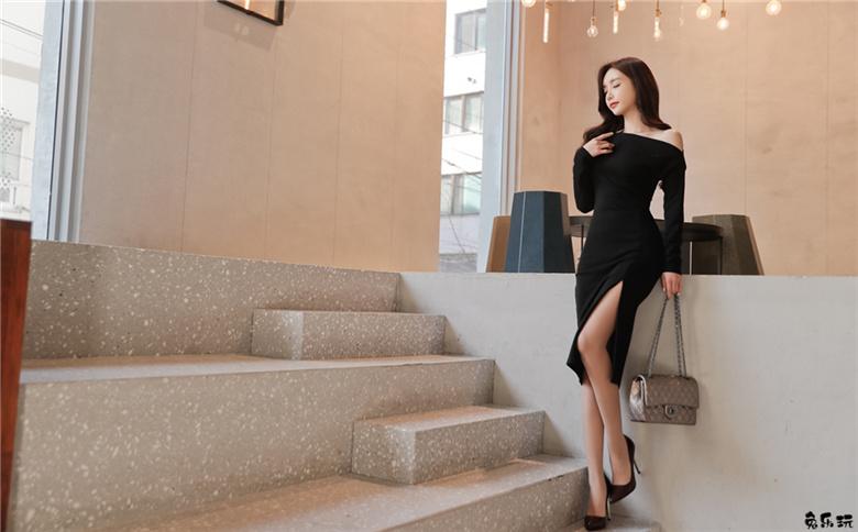 孙允珠:布拉格舞会黑朗姆香肩晚礼裙
