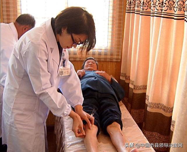 """江苏建湖县第三人民医院突出""""六个行医""""""""七个行为准则"""""""