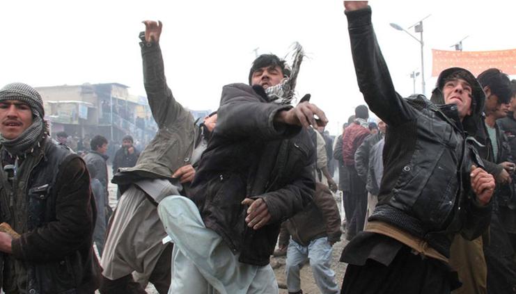 阿富汗乱了!大批民众走上街头抗议邻国干涉,幸好中国早把话挑明