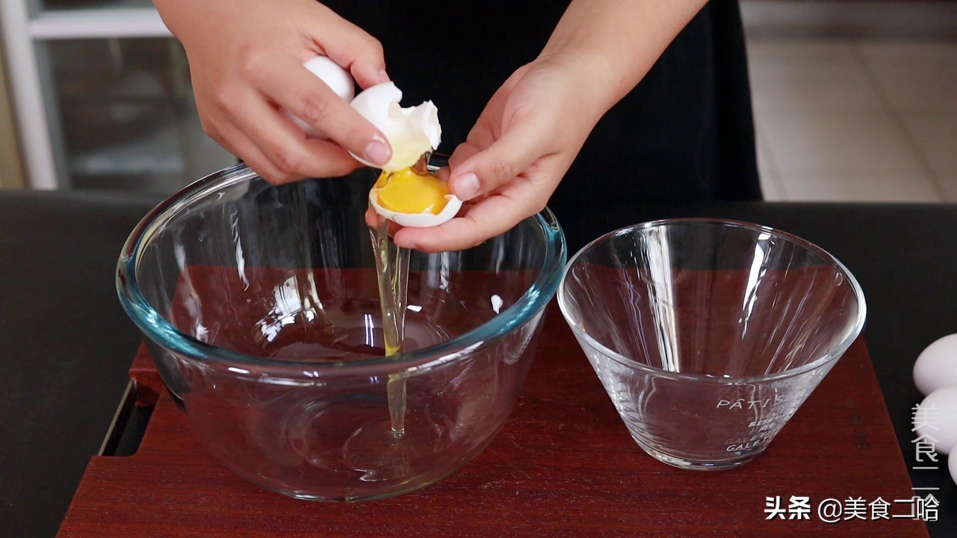 鸡蛋这个做法你可能没吃过,简单1变做成传统小吃,比云朵还要软 美食做法 第3张