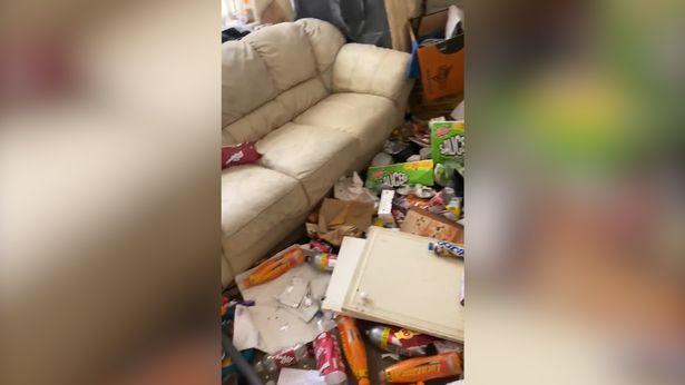 英国无良租客拖欠房租逃跑,留下一片狼藉,屋内满是垃圾无处下脚
