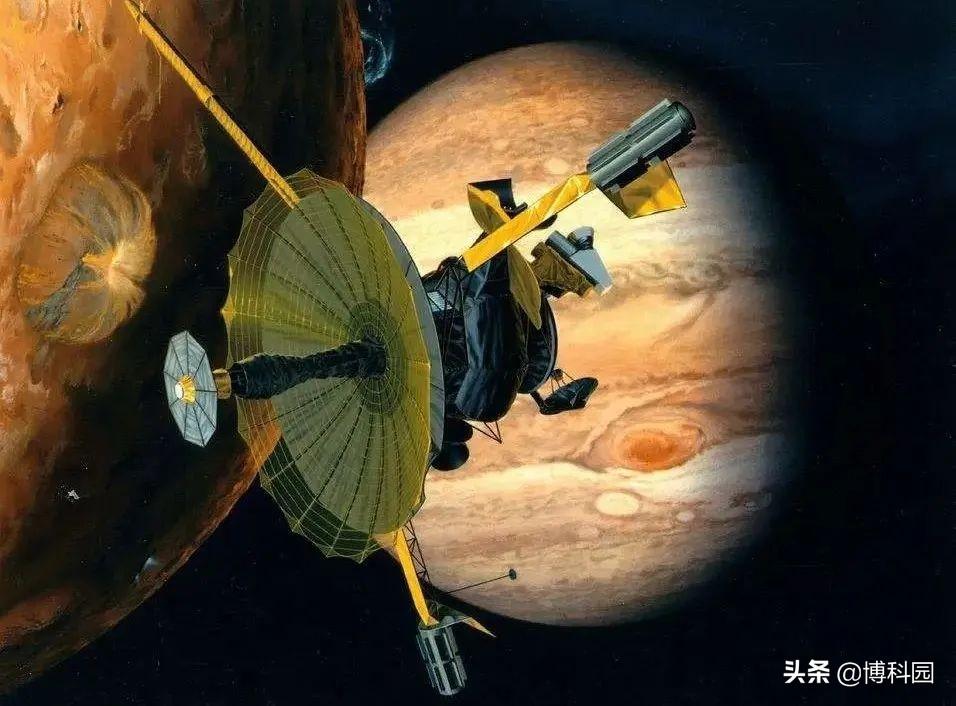 伽利略号探测器发现:木卫二可以将水,从其地下喷射到太空中