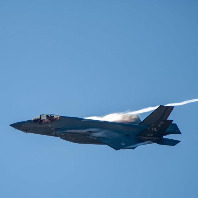 美媒:美国在以拖延交付F35战机为要挟,强迫阿联酋移除华为设备