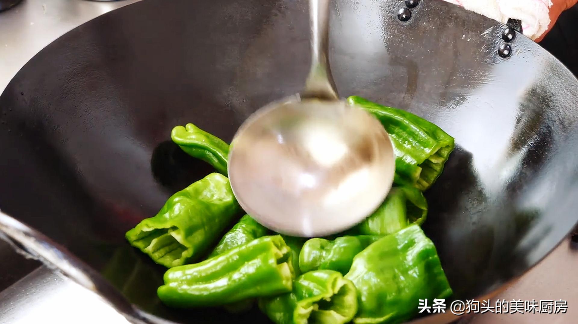 下饭神器虎皮青椒,学会这样做,好吃不油腻,一盘不够吃,真过瘾 美食做法 第6张