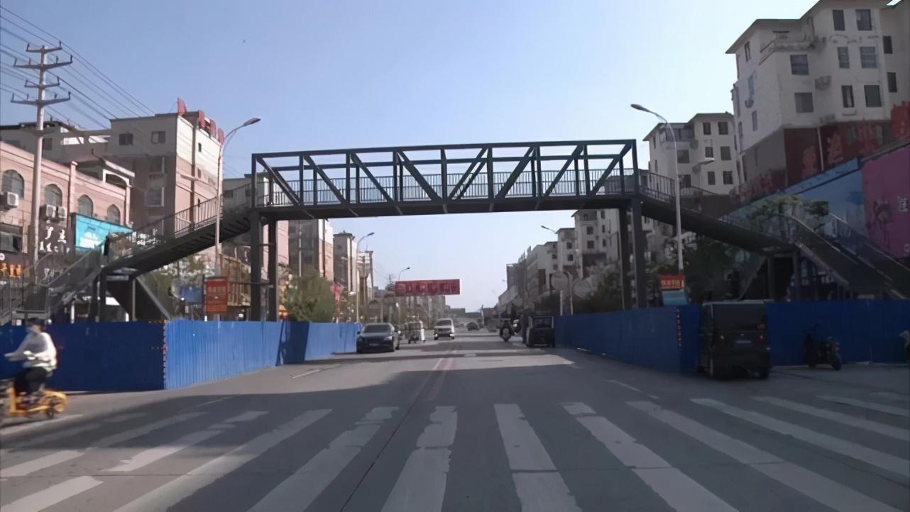 家長自費百萬在校門口建天橋,提出要30年廣告經營權!官方最新迴應