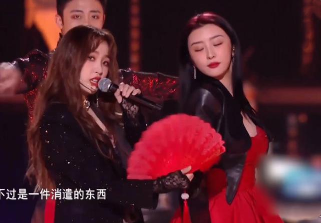 THE9跨年怼脸拍,刘雨昕帅气,谢可寅状态好,孔雪儿又美又飒