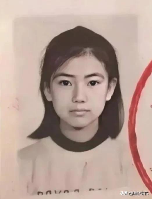 不老女神高圆圆小学证件照被曝光!五官标致无改变!