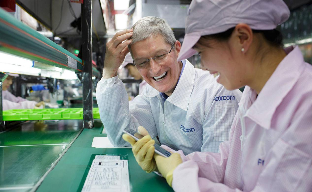 """富士康""""火力全开""""全天赶工的iPhone 12,卖这价合适吗"""
