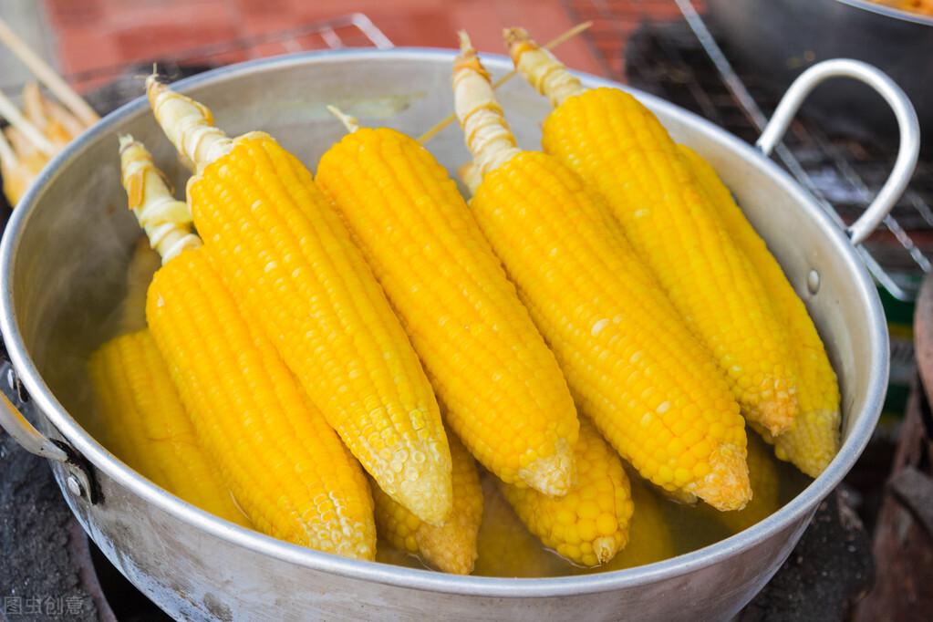 保存玉米,直接冷冻还是煮熟再冻?教你正确做法,玉米新鲜又香甜 美食做法 第1张