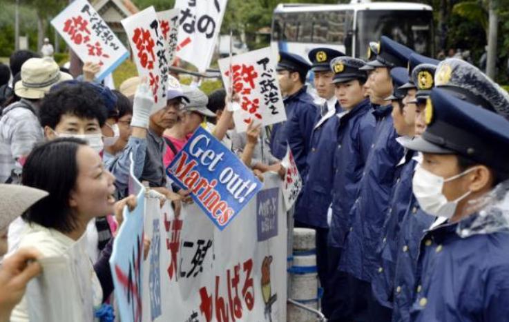 冲绳要独立,美军滚出去!冲绳街头大兴游行,日本政府如何应对?