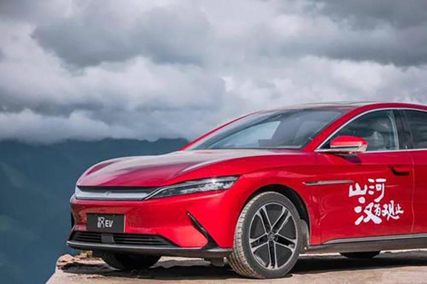 比亚迪汉EV VS 小鹏P7 谁才是电动轿车之光?