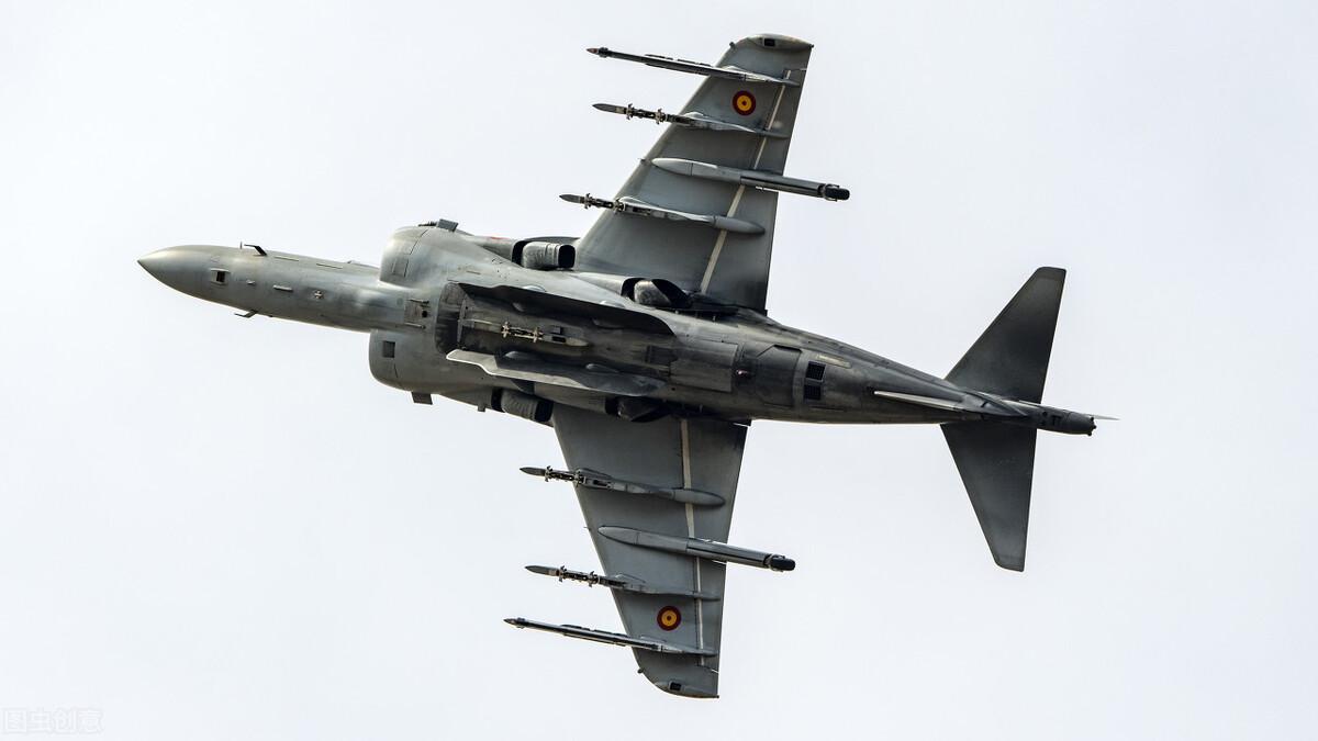 俄军基地被以色列空袭,普京下令对其发射导弹,令人解气
