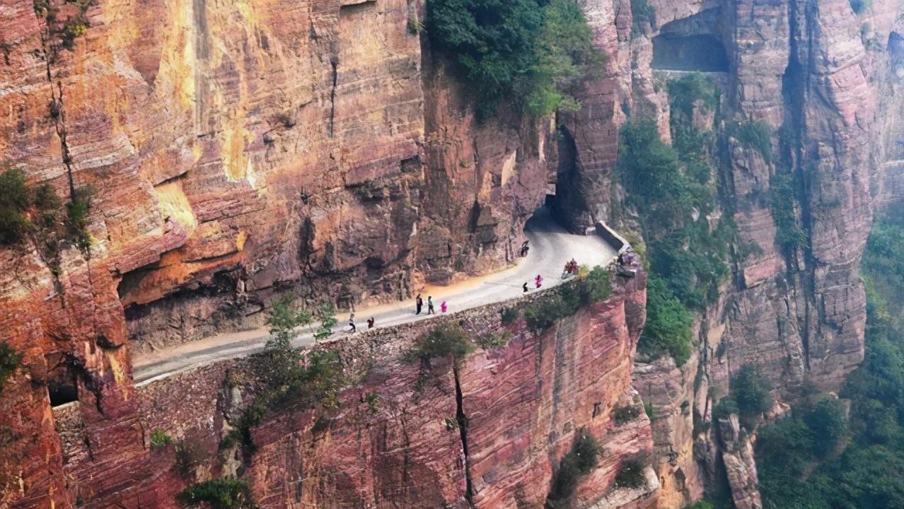 """""""明码标价""""的郭亮村,当地人哭诉:都说不宰客了,为啥还没人来"""
