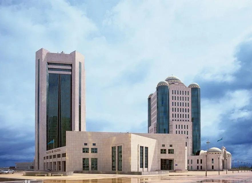 """哈萨克斯坦投资者通过""""单一窗口""""审批项目的修正案获议会通过"""