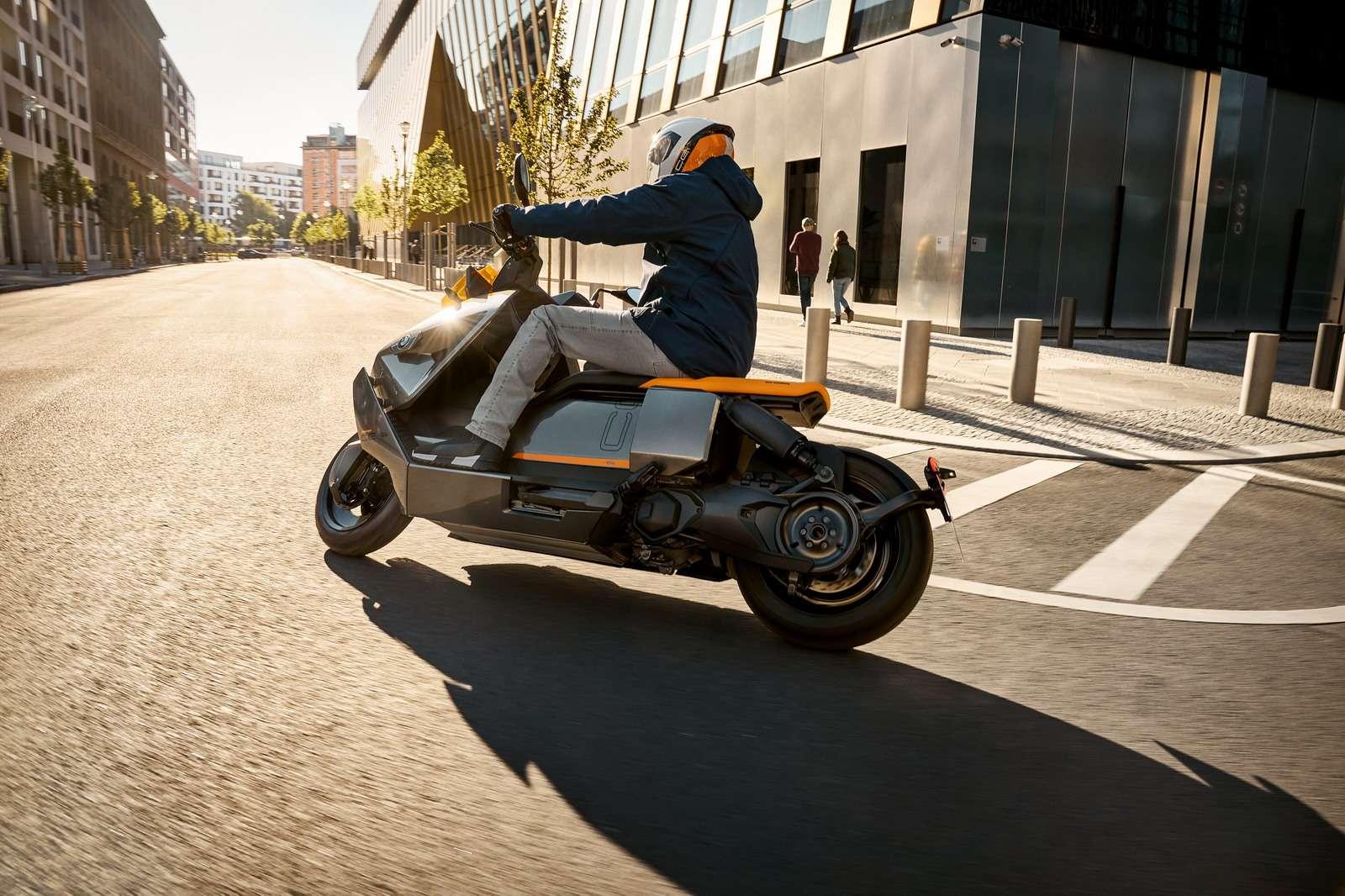 全新BMW CE 04摩托车全球首发 开启都市两轮出行新篇章
