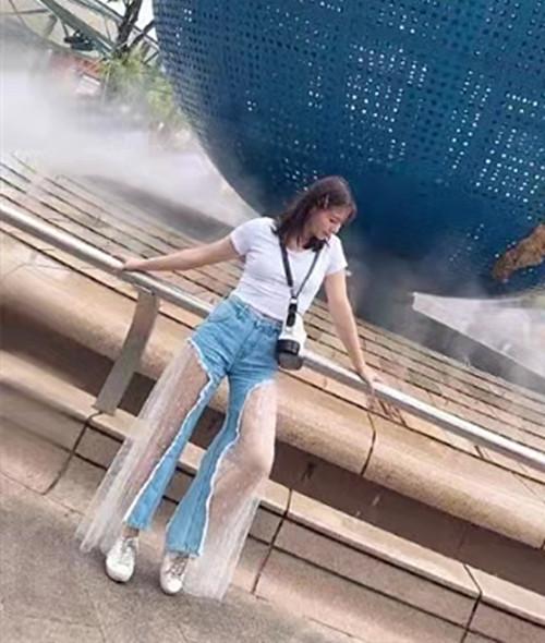 """刘亦菲轻松美到国外 波点薄纱裙配牛仔裤 升级版""""仙女姐姐"""""""