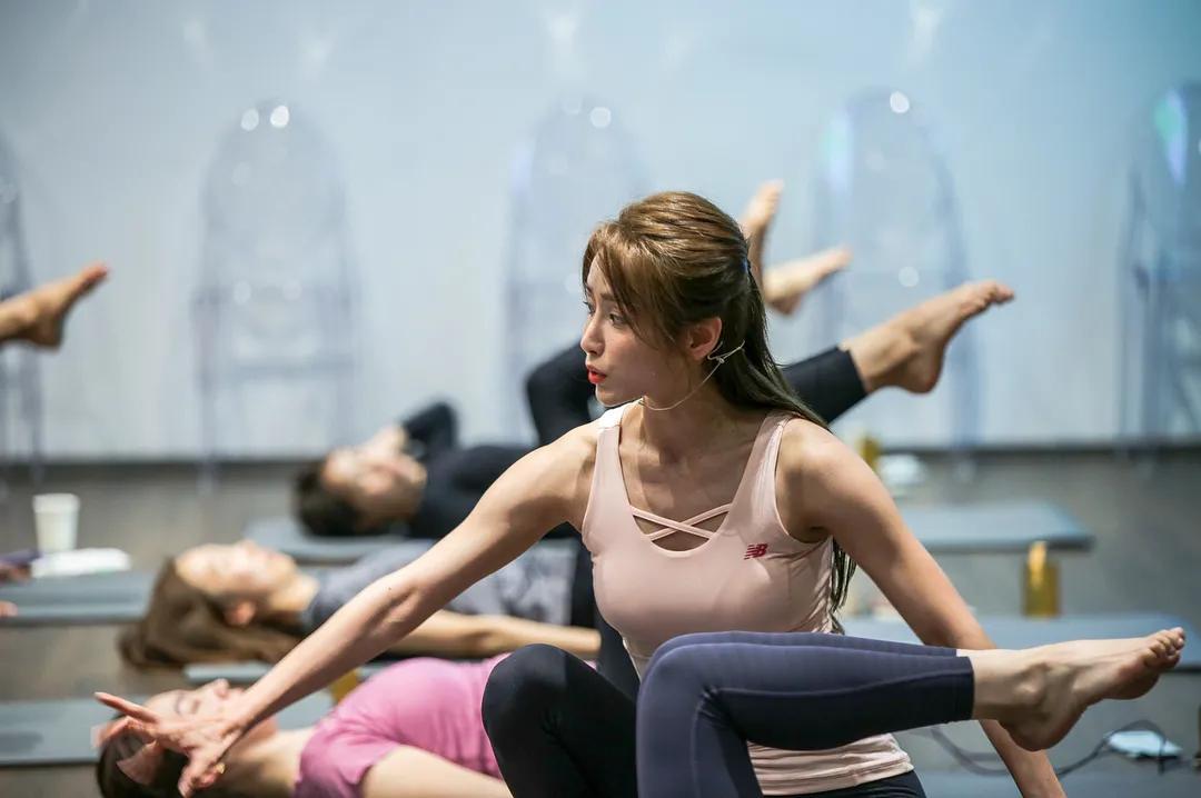 马甲线图片,瑜伽教练姜贤京个人简介